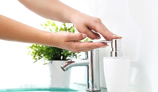 वायरस के संक्रमण को ख़ुद से दूर रखने के लिए सही तरीके से हाथ धोने की संपूर्ण गाइड