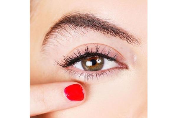 Can a highlighter really hide dark circles?