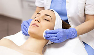 HOW BRIDES CAN CARE FOR THEIR SKIN AFTER A CHEMICAL PEEL