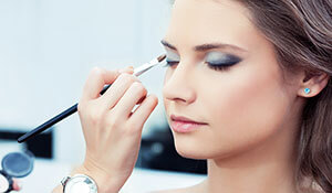 HOW TO APPLY EYESHADOW ACCORDING TO YOUR SKIN TONE