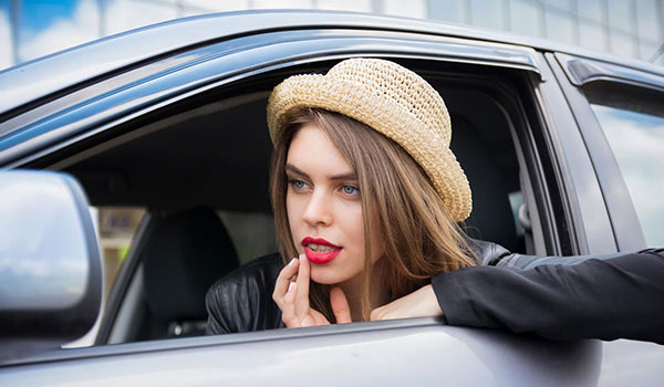 How to apply lipstick when you are on the move