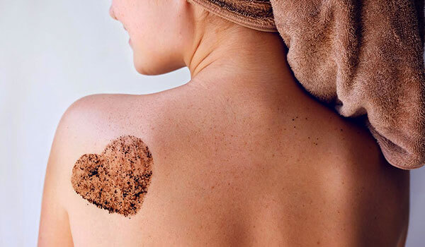 HOW TO EXFOLIATE THE SKIN ON YOUR BODY