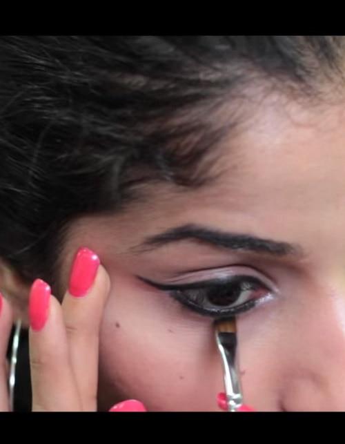 How to get Kareena Kapoor's bold eye look