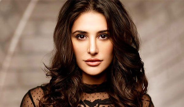 How to get lips like Nargis Fakhri