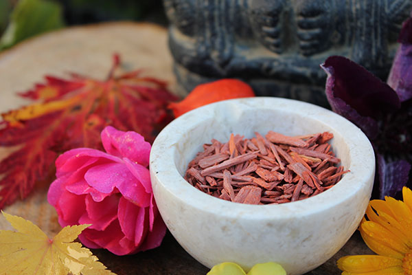 how to get rid of pores naturally sandalwood rose water 600x400