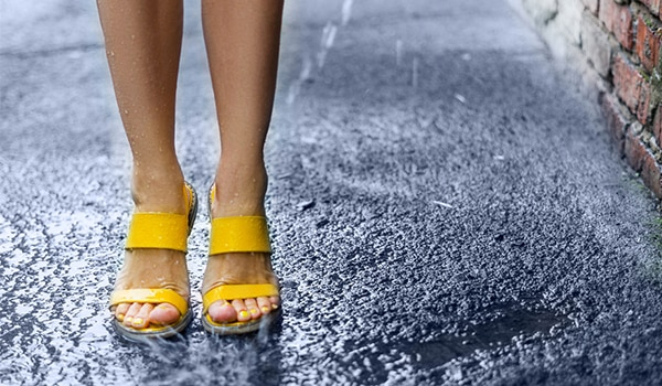 5 ways to avoid smelly feet this monsoon