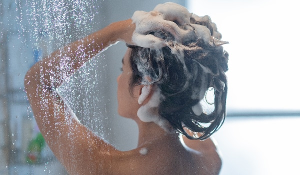 How to pick the right shampoo for oily scalp