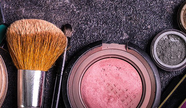 HOW TO PREVENT YOUR MAKEUP FROM MELTING OFF YOUR FACE