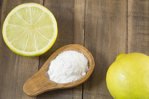 Baking soda and lemon juice for remove stretch marks