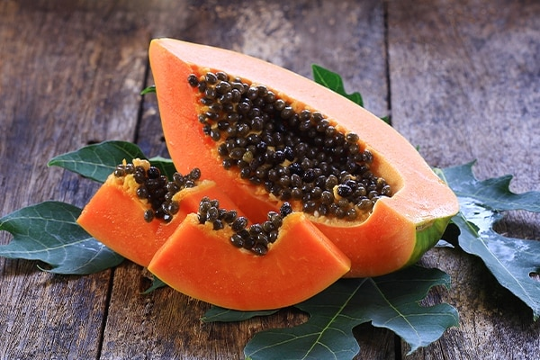 Home Remedies To Remove Tan: Honey and papaya