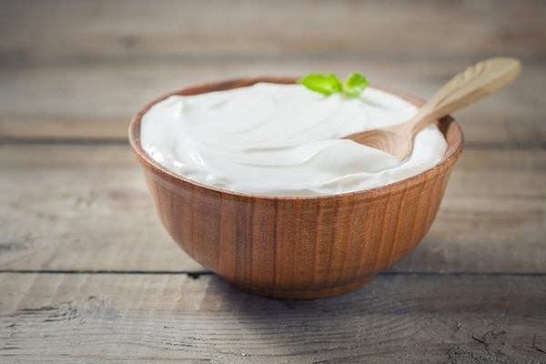 Home Remedies To Remove Tan: Yogurt and tomato