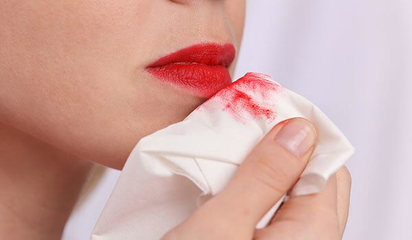 HOW TO STOP YOUR LIPSTICK FROM BLEEDING