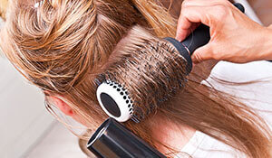 How to use a round brush for bouncy hair