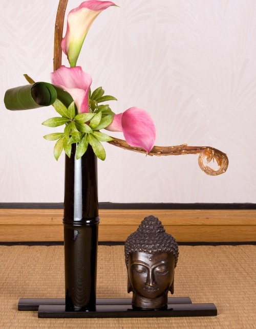 HAPPY BLOOMS—IKEBANA FOR THE SUMMER