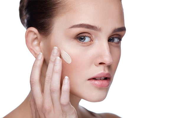 Applying foundation with your fingers