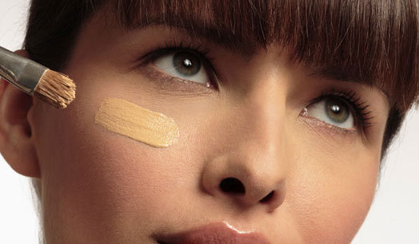 A guide to covering your pimple scars with concealer