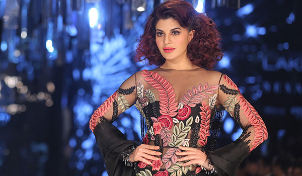 HOW TO GET JACQUELINE FERNANDEZ'S MAKEUP LOOK FROM MANISH MALHOTRA'S FINALE AT LAKMÉ FASHION WEEK