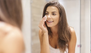 4 ways to remove your makeup naturally
