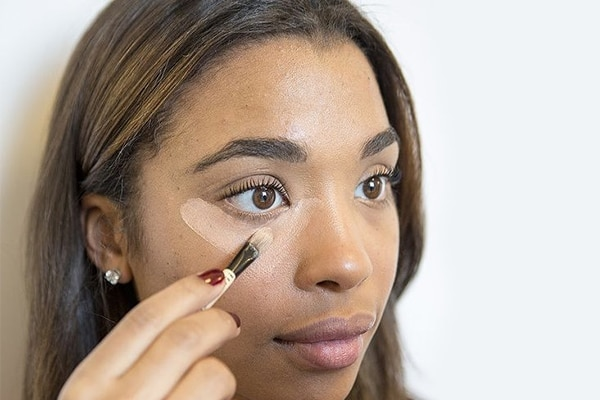 Concealing with a concealer