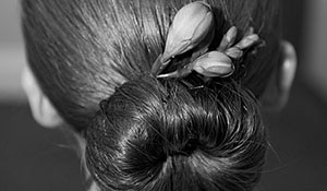 A STEPWISE GUIDE TO MAKING A HAIR BUN FOR THE WEDDING SEASON