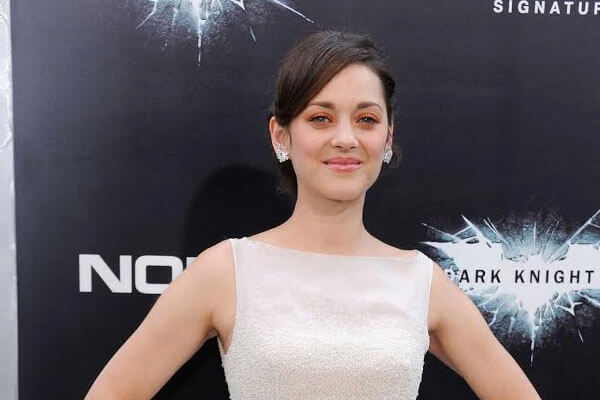 marion cotillard bright eyeshadow on the red carpet
