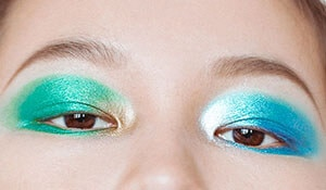 Would you try this mismatched eye shadow trend?