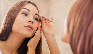 ARE YOU MAKING THESE MISTAKES WHILE TWEEZING YOUR BROWS?