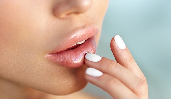 3 natural ways to lighten dark and pigmented lips
