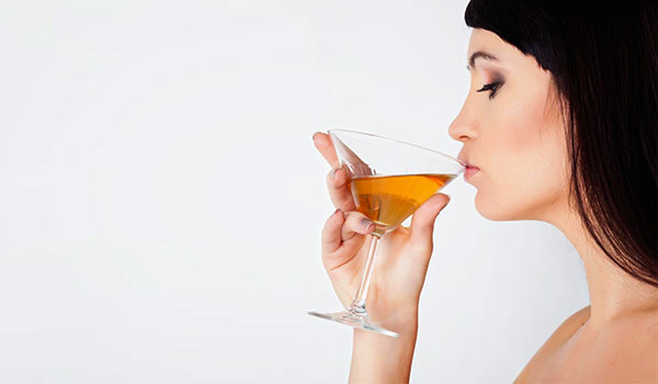THE NEGATIVE EFFECTS ALCOHOL HAS ON YOUR SKIN