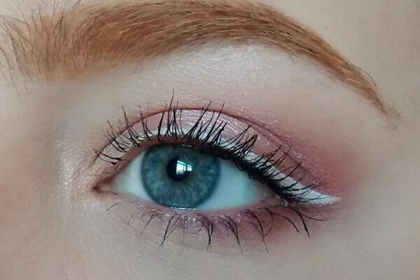 pale pink glittery eyeshadow for stunning eye makeup look