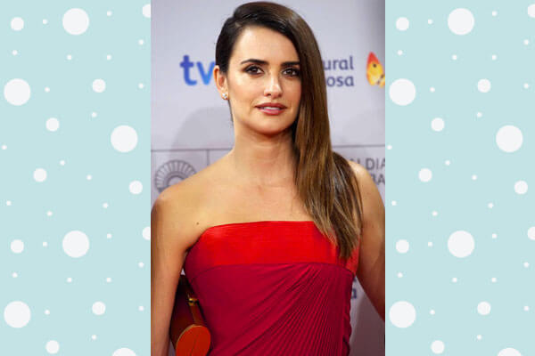 Penelope Cruz in Side-Swept Poker Straight Hairstyle