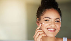 HOW TO PREP YOUR SKIN BEFORE APPLYING MAKEUP