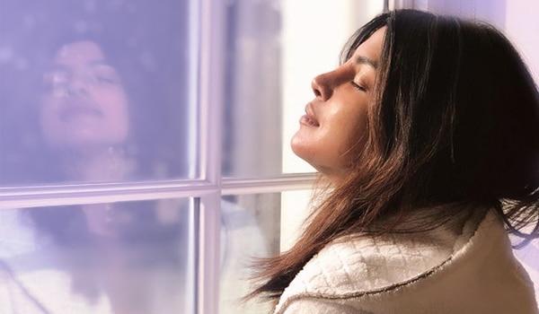 5 स्किनकेयर रूल्स जो प्रियंका चोपड़ा हेल्दी व ग्लोइंग स्किन के लिए फॉलो करती है