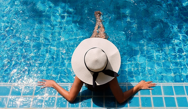 How to protect the skin from chlorine in the swimming pool