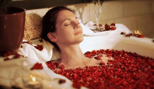 गुलाब से स्किन केयर करने की 4 वजह