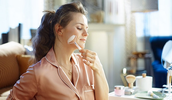 4 benefits of using a rose quartz roller for the skin