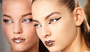HAVE YOU SEEN THESE RUNWAY-INSPIRED GLITTER MAKEUP LOOKS?