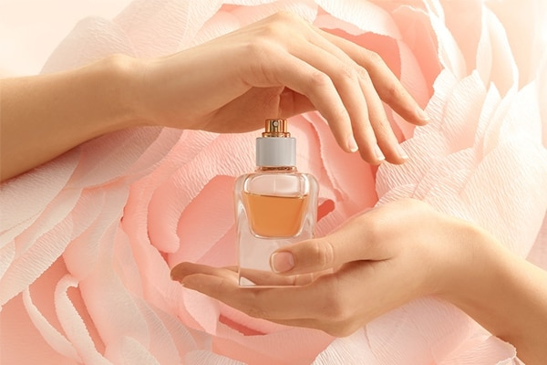 Perfume and artificial fragrance