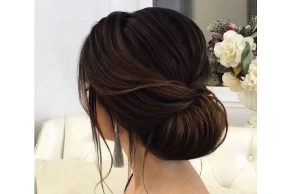 How To Get The Sexy Messy Chignon Bun In A Few Simple Steps Be Beautiful India
