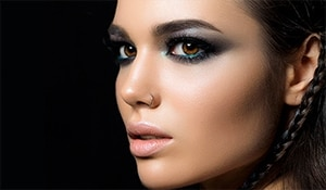 Easy tips that will help you nail that intense, textured smokey eye