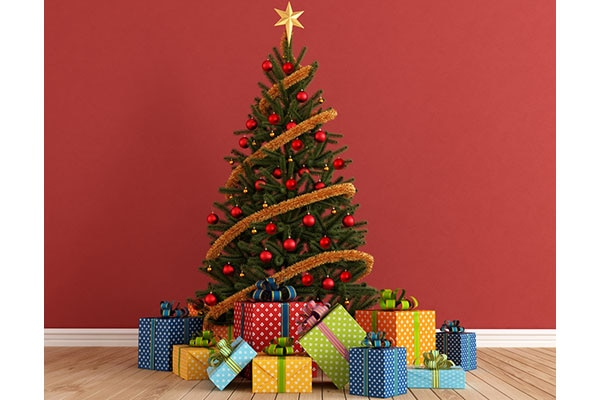 step by step guide to decorating your christmas tree 600x400 piccontent - Steps To Decorating A Christmas Tree