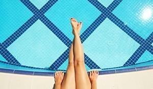गर्मियों में घर पर ख़ुद बनाएं मास्क्स और यूं करें पैरों की देखभाल