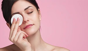 Did you know that there is a correct technique to ace the art of makeup removal? Here's what it is...