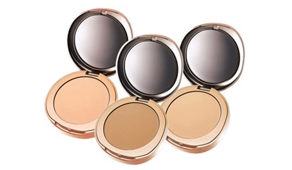 How to use a compact powder for oily skin