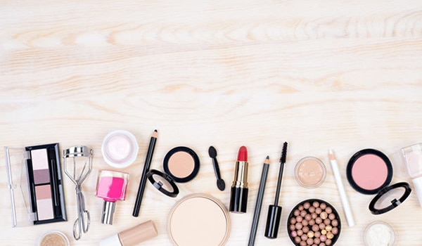 How to buy makeup online: A handy guide for a pleasant online shopping experience