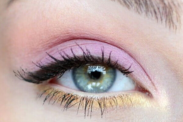 trust pastel shades for summer eye makeup look