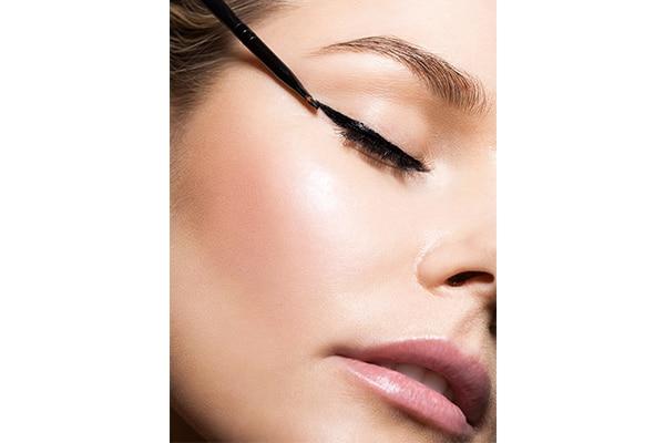 Make eyeliner and mascara