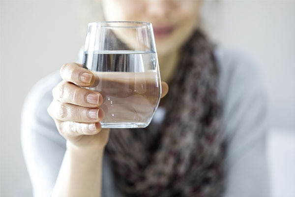 Beauty benefits of drinking water on empty stomach