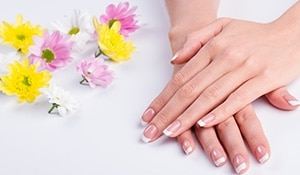 4 ways to whiten nails and soften hands