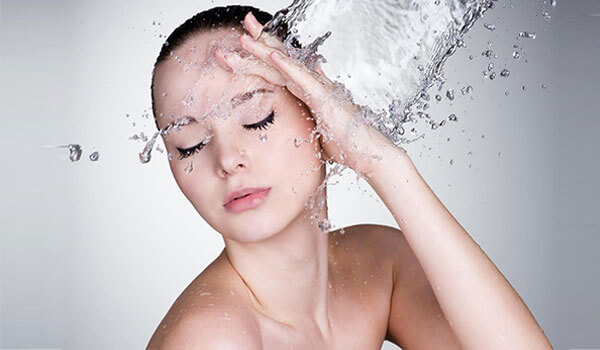 WHY YOUR SUMMER SKIN CARE ROUTINE NEEDS WATER-BASED PRODUCTS